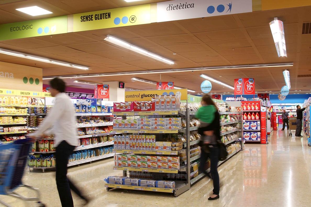 El comercio minorista vende un 2,8 % más en junio