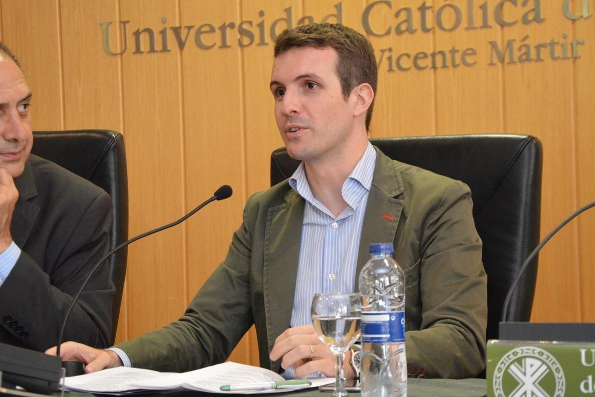 Casado (PP) insiste en que Rajoy «tiene poco que aportar» a la causa y acusa a «algunos» de «desviar el tiro»