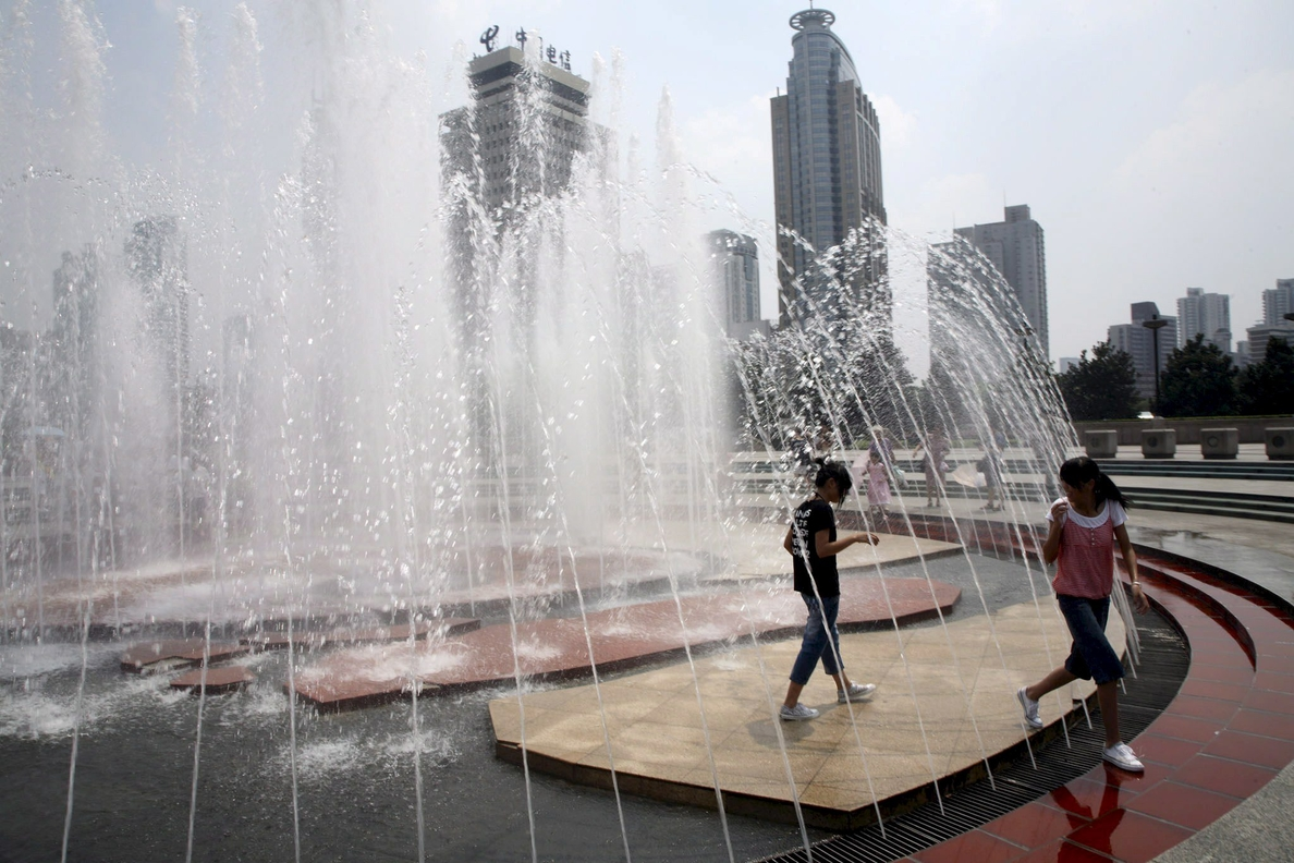 Intensa ola de calor en Shanghái con la temperatura más alta en 145 años deja 4 muertos