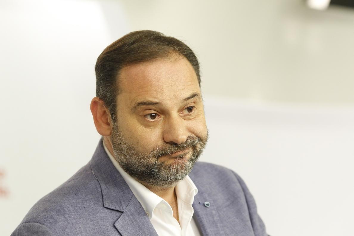 Ábalos (PSOE) lamenta que el vandalismo «se cruce» en la reflexión sobre el modelo turístico