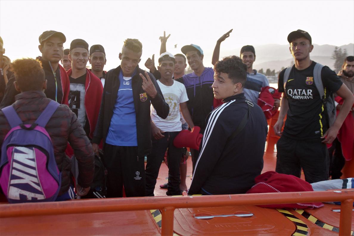 Detenidos dos patrones de una patera en plena crisis migratoria