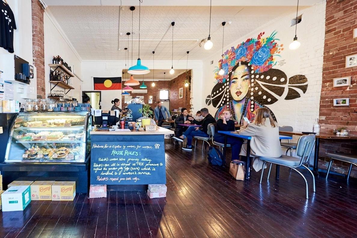Una cafetería australiana establece un »impuesto» voluntario a hombres para luchar por la igualdad