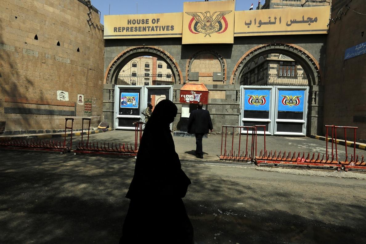 La coalición árabe pide a la ONU que reabra y administre aeropuerto de Saná