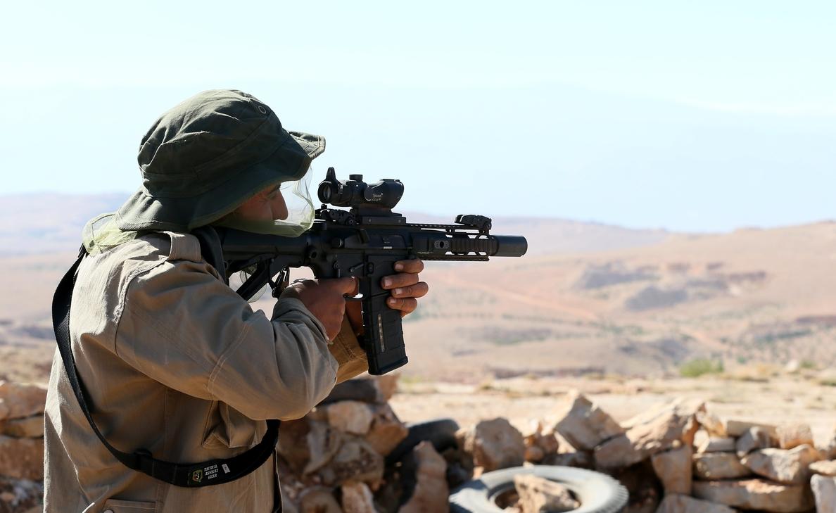 Al menos 23 muertos en atentado contra cuartel rebelde en sur de Siria