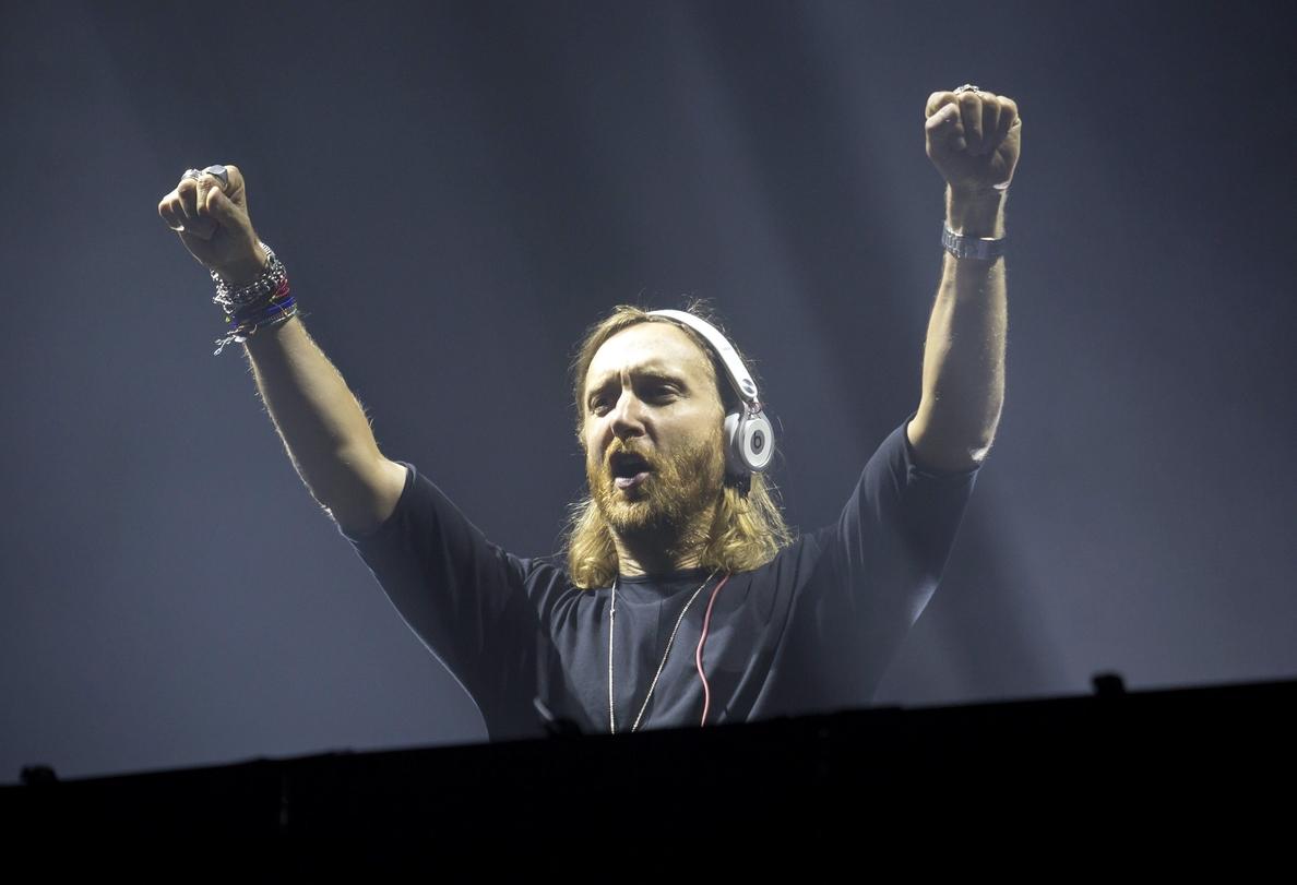 Guetta marca el ritmo de la música electrónica en la playa de Villaricos