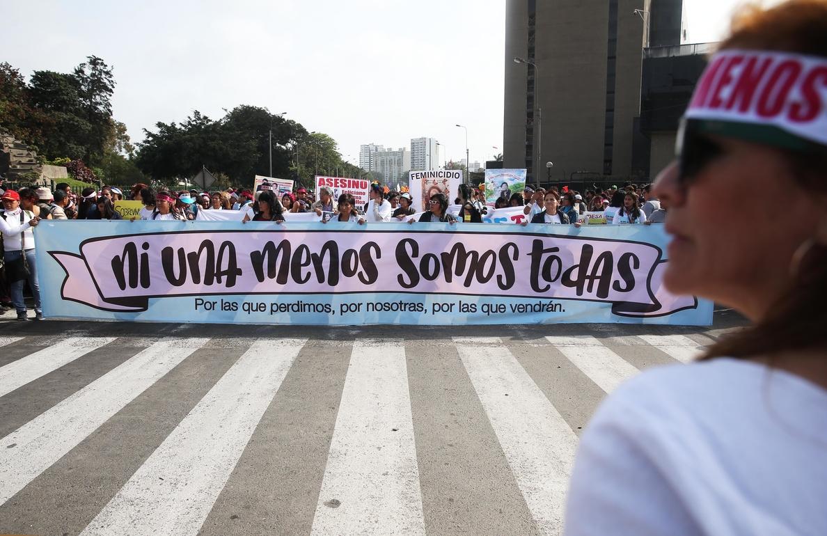 Miles de mujeres se manifiestan en Perú para rechazar la violencia de género