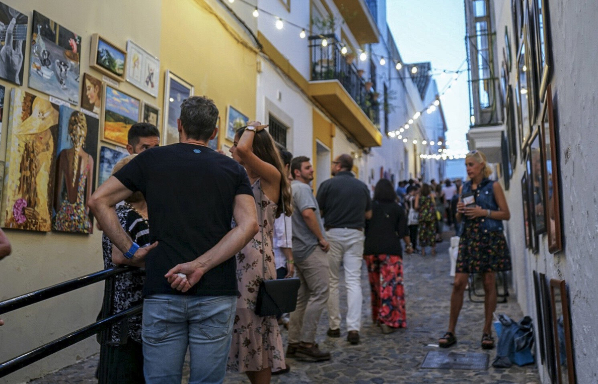 Miles de personas llenan Ayamonte por la mayor muestra europea al aire libre