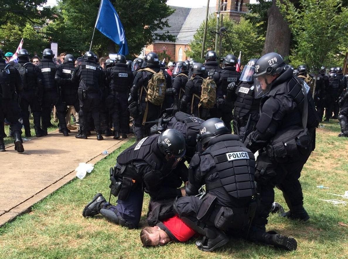 Tres muertos y 20 heridos tras la violenta marcha supremacista en Virginia