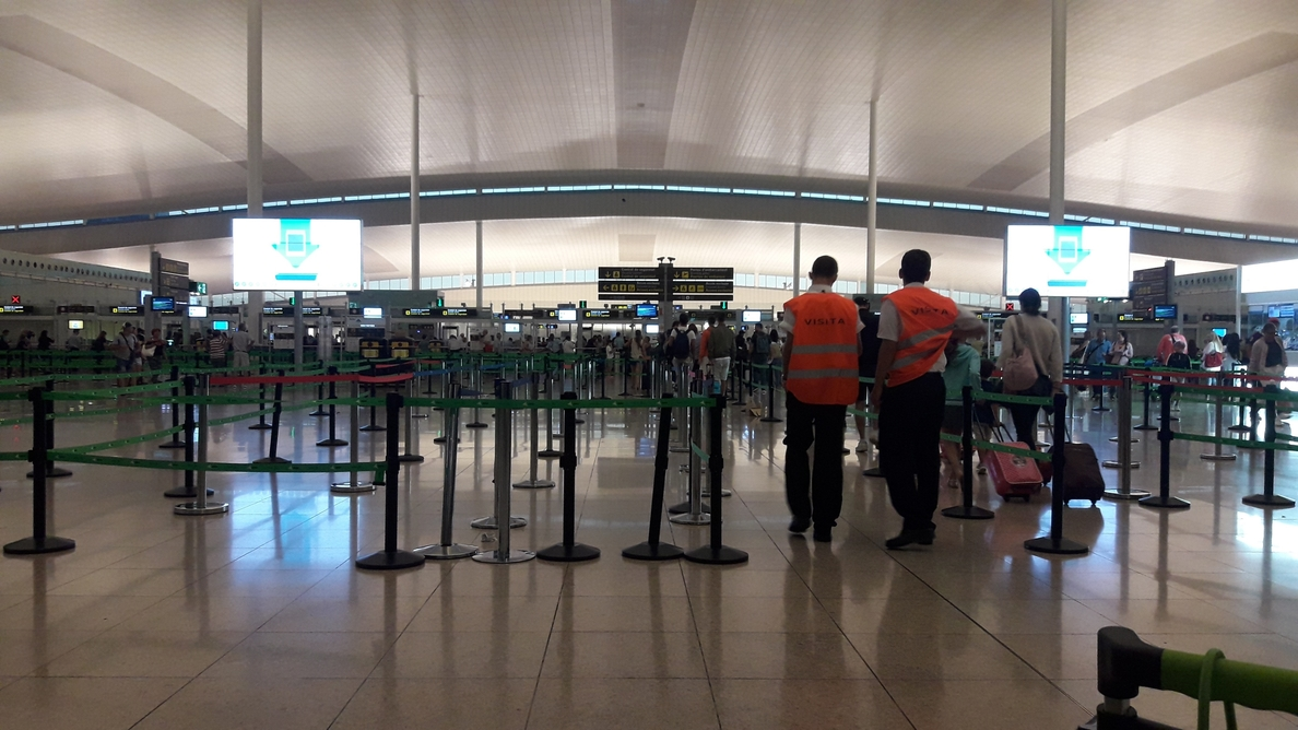 El Aeropuerto de El Prat amanece sin colas en el primer día de huelga indefinida