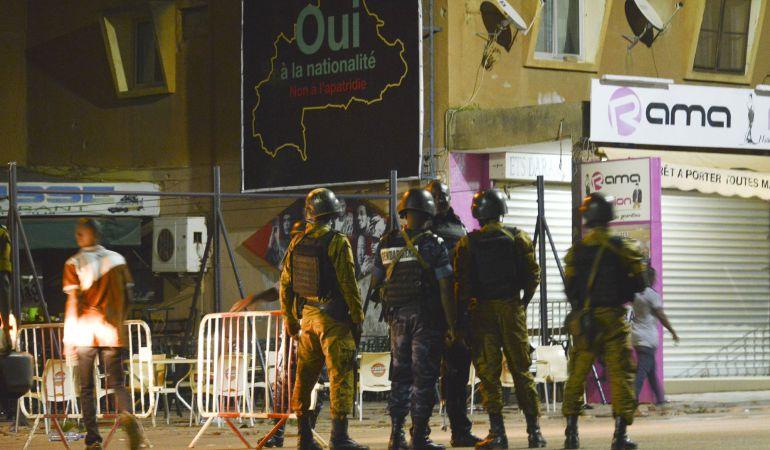 Disparando en moto contra los clientes: 18 muertos en un restaurante en Burkina Faso