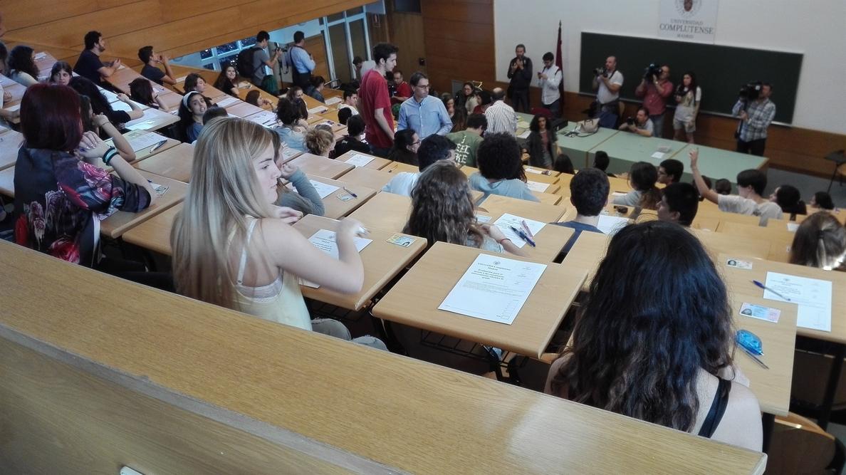 Educación destina 4,7 millones de euros a 2.356 becas de colaboración para estudiantes universitarios