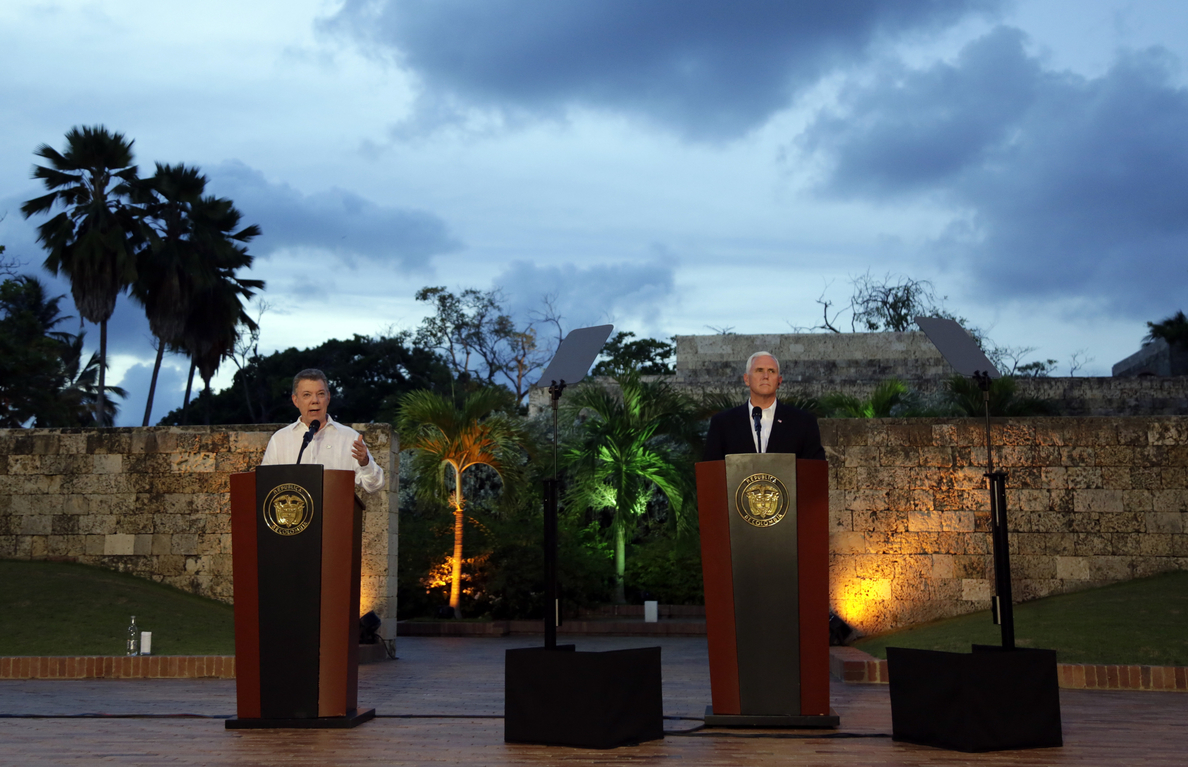 Santos pide a Pence que EEUU descarte una intervención militar en Venezuela