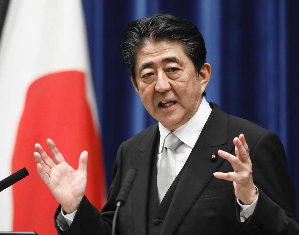 Abe y Trump destacan la importancia de colaborar para evitar el ataque a Guam