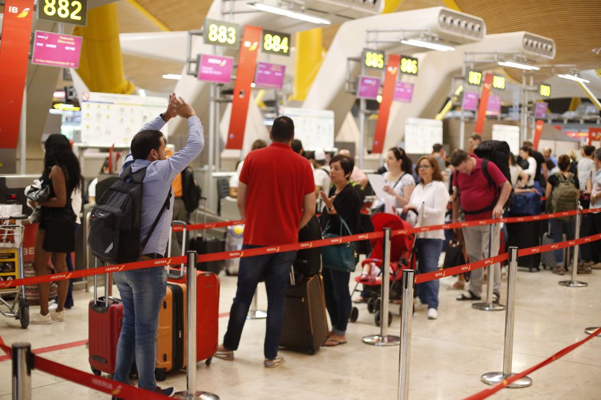 Aena registró más de 27,5 millones de pasajeros en julio, un 7,4 % más