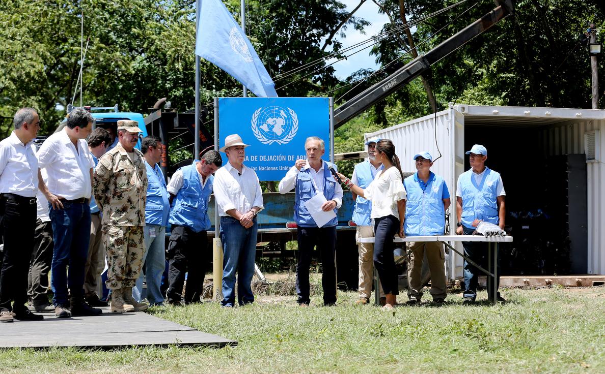 Las FARC se despiden de sus armas con el fantasma del exterminio al acecho