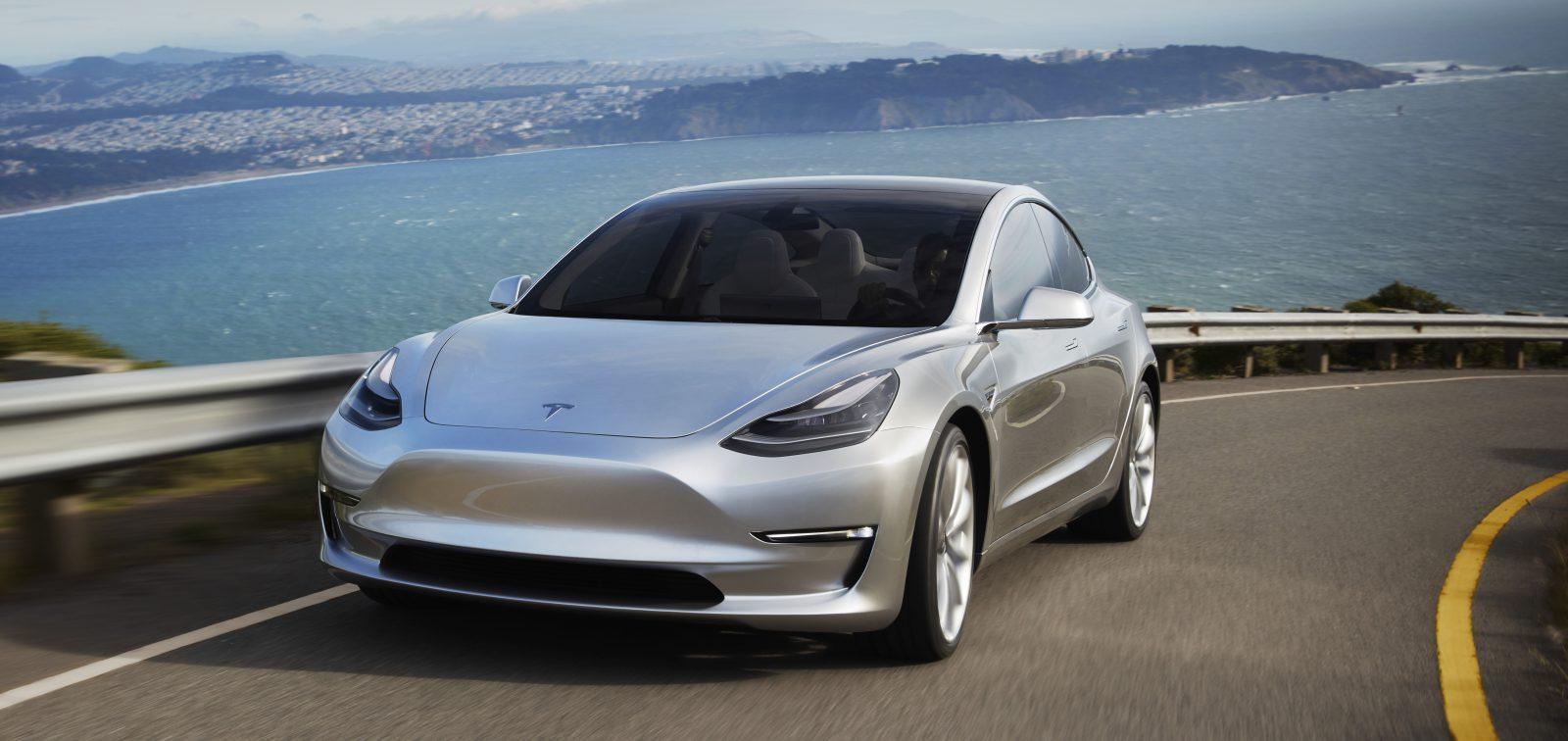 Tesla, como Apple, engendra su fenómeno de masas: el Model 3 no tiene rival