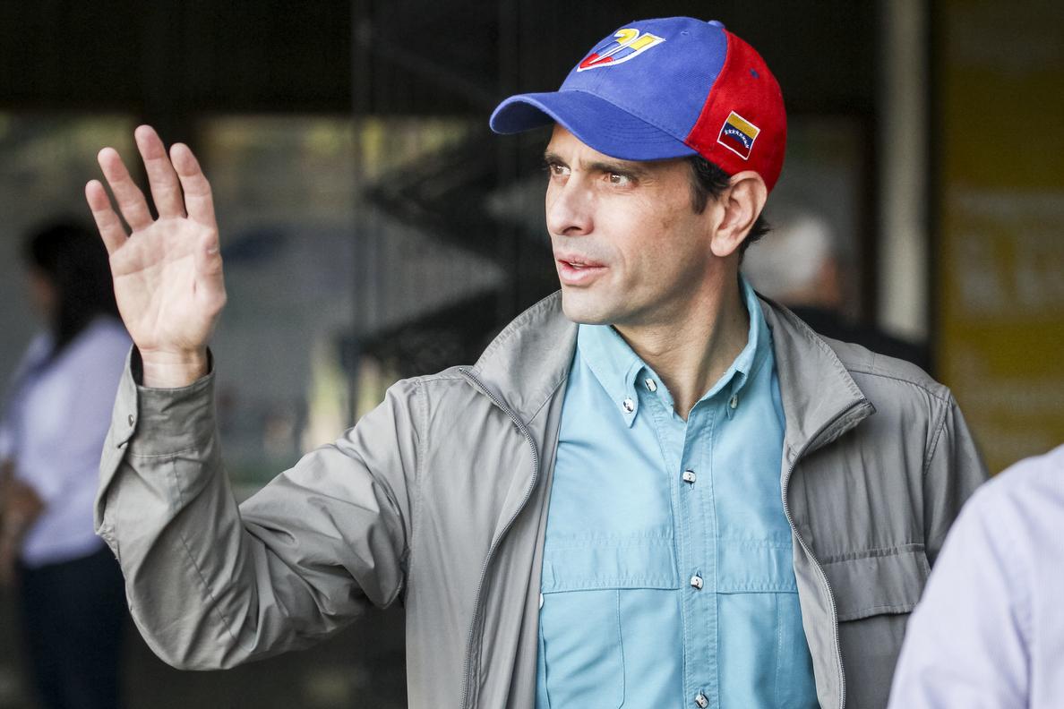 Capriles dice que la oposición venezolana escogerá candidatos únicos para las regionales