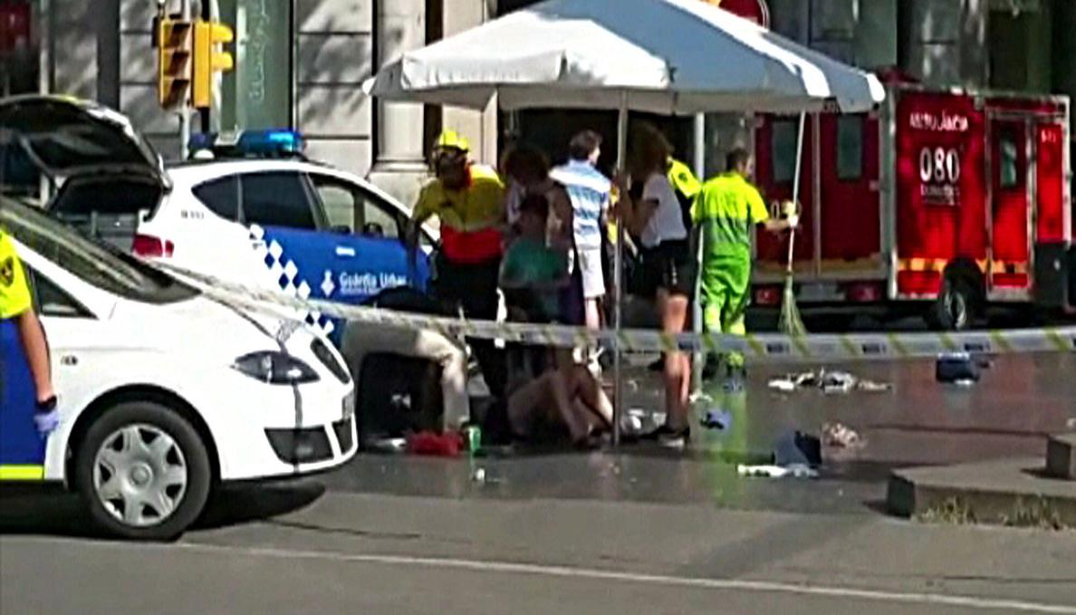 Al menos un muerto y 32 heridos en el atentado de Barcelona