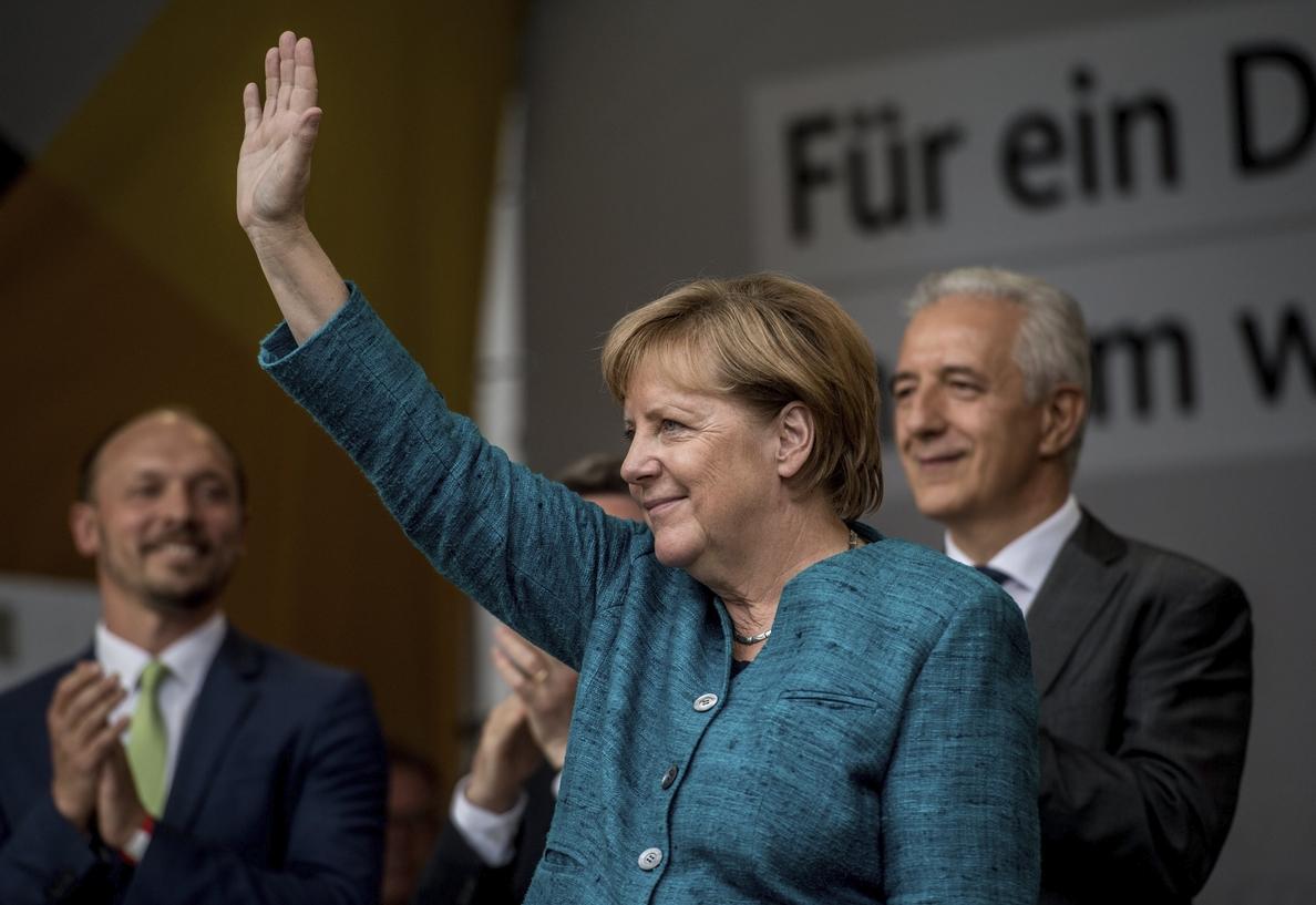 Merkel proseguirá la campaña electoral pero añadirá «espacios de reflexión» para condenar los atentados