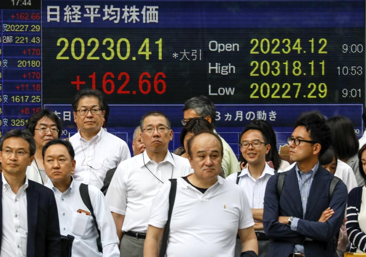 La Bolsa de Tokio abre con fuertes pérdidas tras el atentado de Barcelona