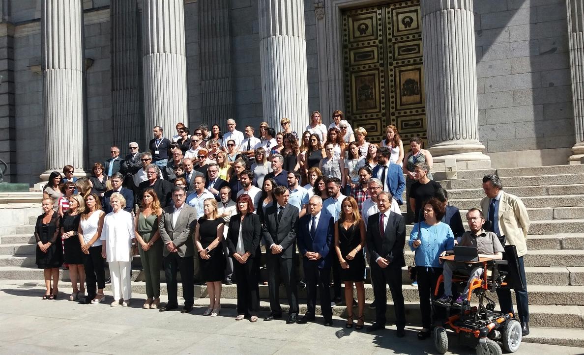 El Congreso guarda un minuto de silencio en memoria de las víctimas de los atentados de Barcelona y Cambrils