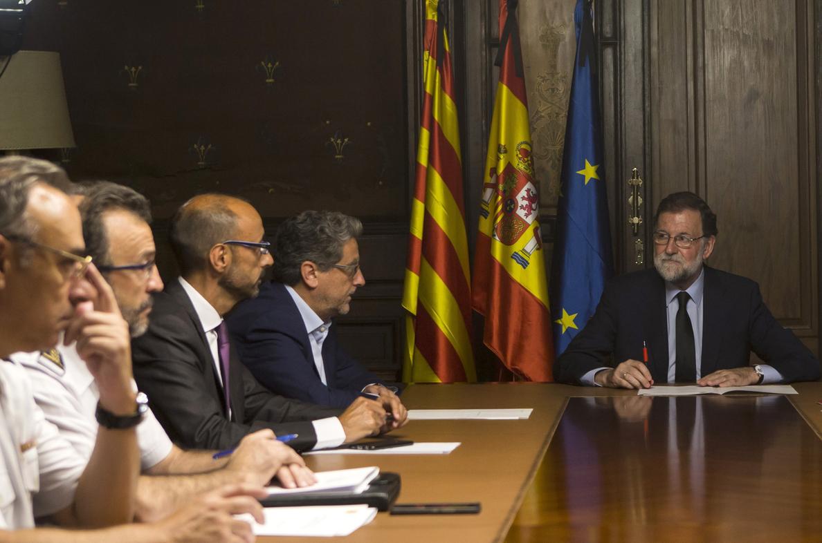 Rajoy habla con Merkel y Macron por teléfono de los atentados en Cataluña