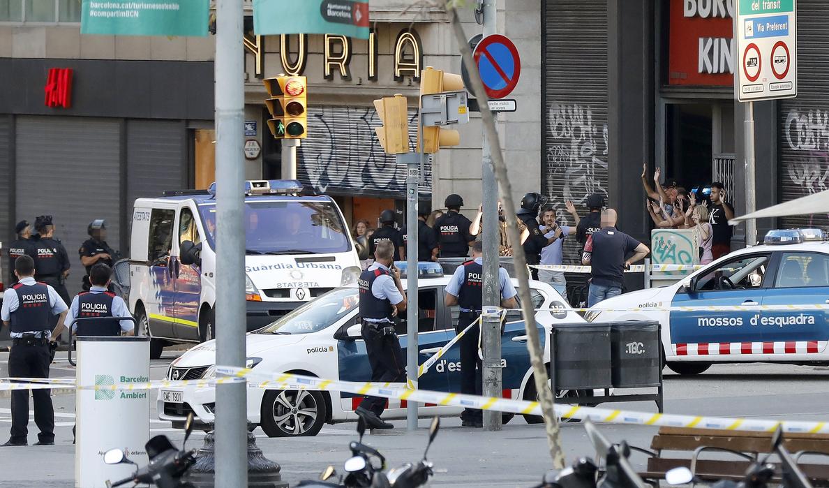 Trasladan los cuerpos de las 13 víctimas a la Ciudad de la Justicia para su identificación