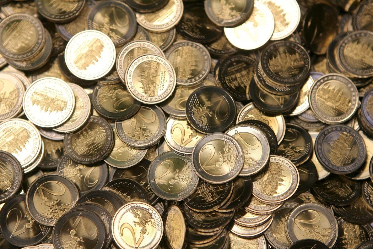 La balanza por cuenta corriente de la eurozona reduce el superávit en junio un 25 %