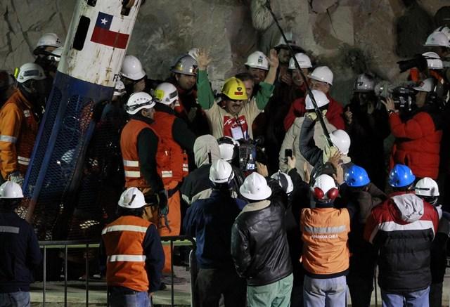 Los 33 mineros chilenos son rescatados de San José tras 69 días sepultados