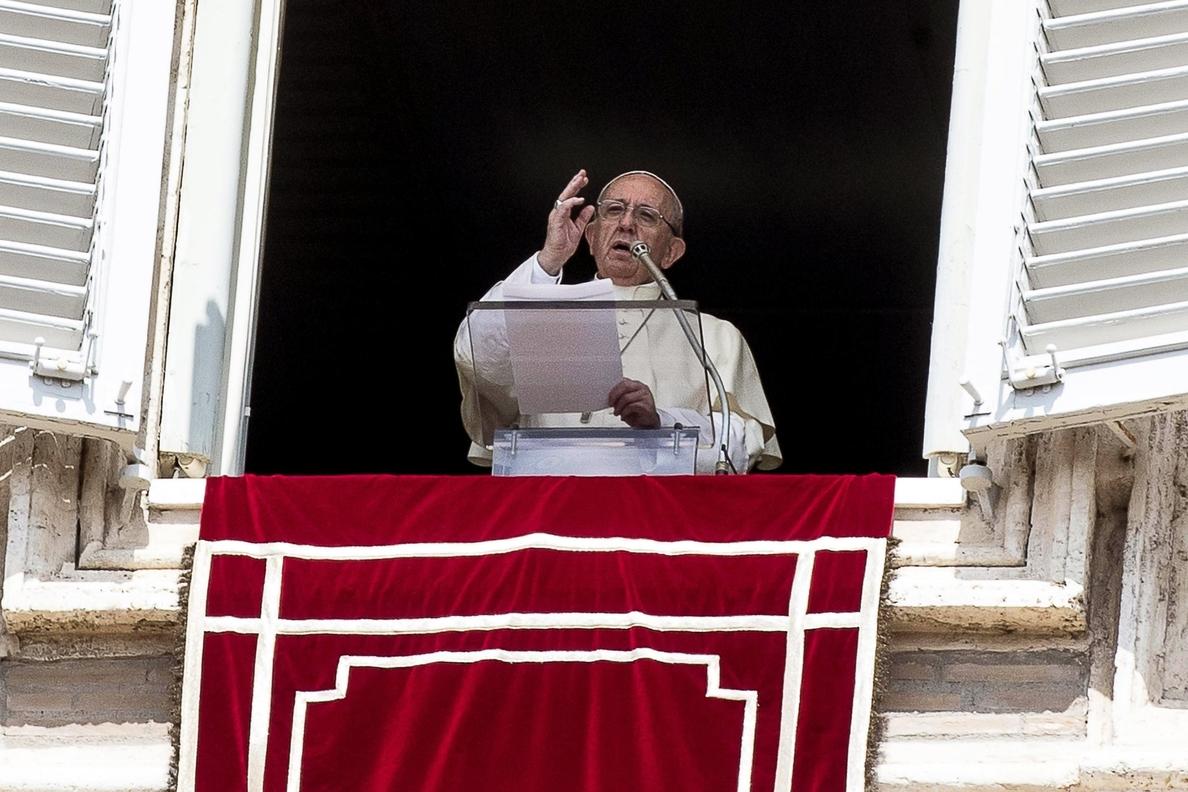 El papa pide abrir pasillos humanitarios y evitar las expulsiones colectivas