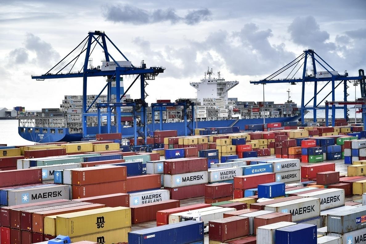 (Ampl.) El déficit comercial sube un 40,7% hasta junio, con récord en exportaciones e importaciones