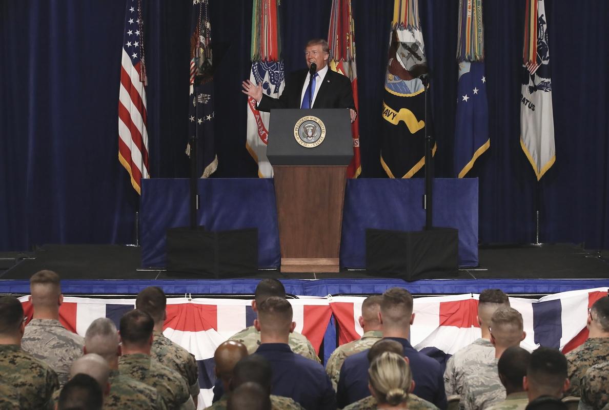 Trump avisa a Pakistán que tiene «mucho que perder» al ser «refugio» talibán