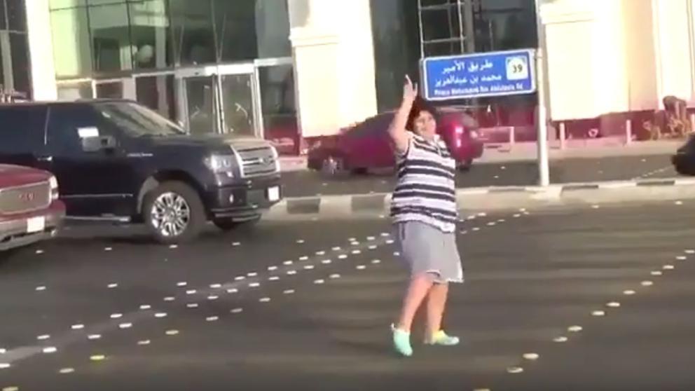 Detenido un niño de 14 años en Arabia Saudí por bailar la Macarena en la calle