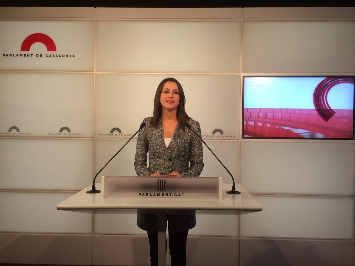 Arrimadas (Cs) critica «la fábrica de hacer mentiras» del independentismo