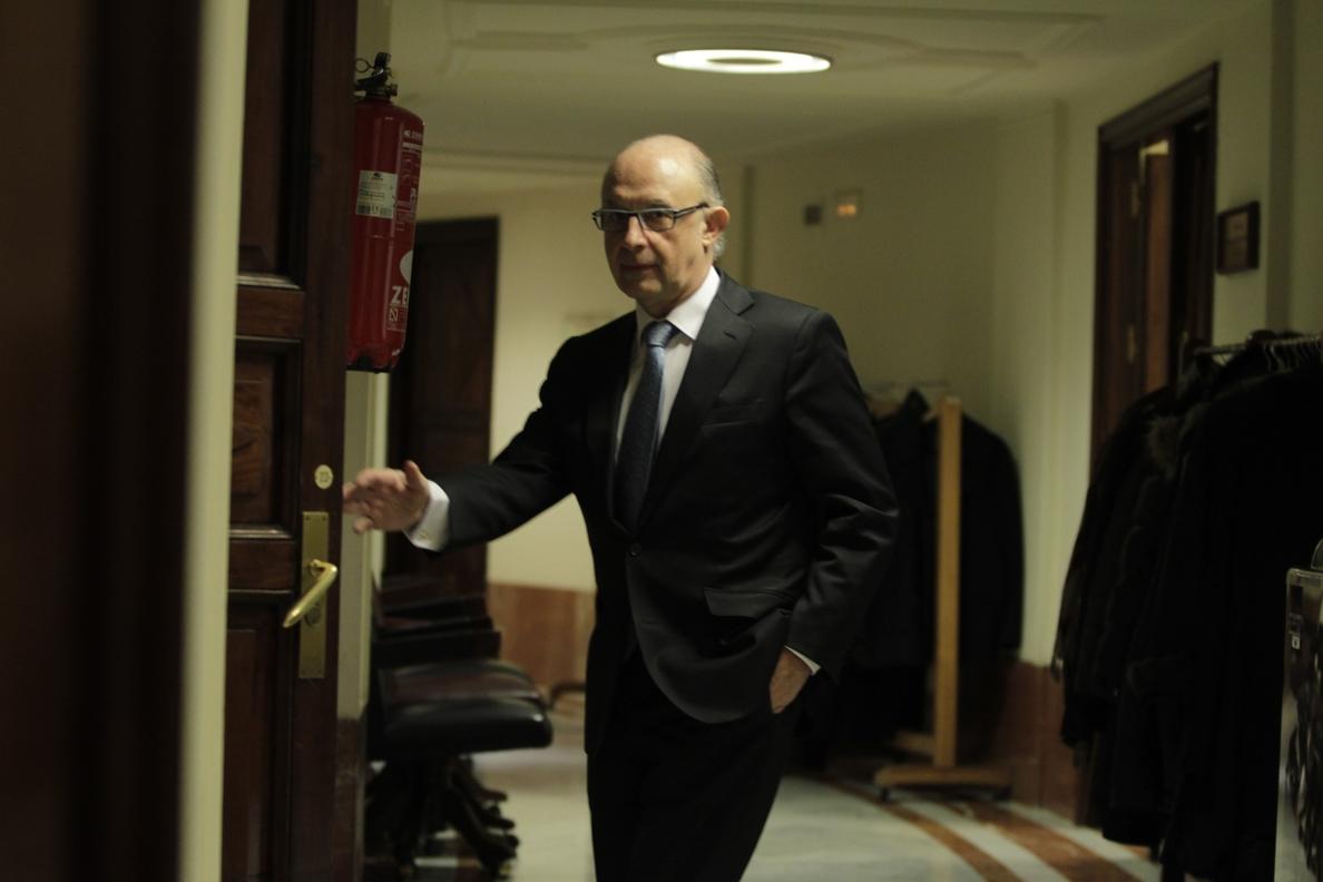 Montoro dice que se trabaja para que haya normalidad en Cataluña y que las empresas vuelvan, pero que será su decisión