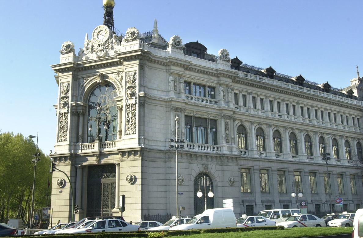 España capta 4.652 millones y vuelve a cobrar por la deuda a tres años