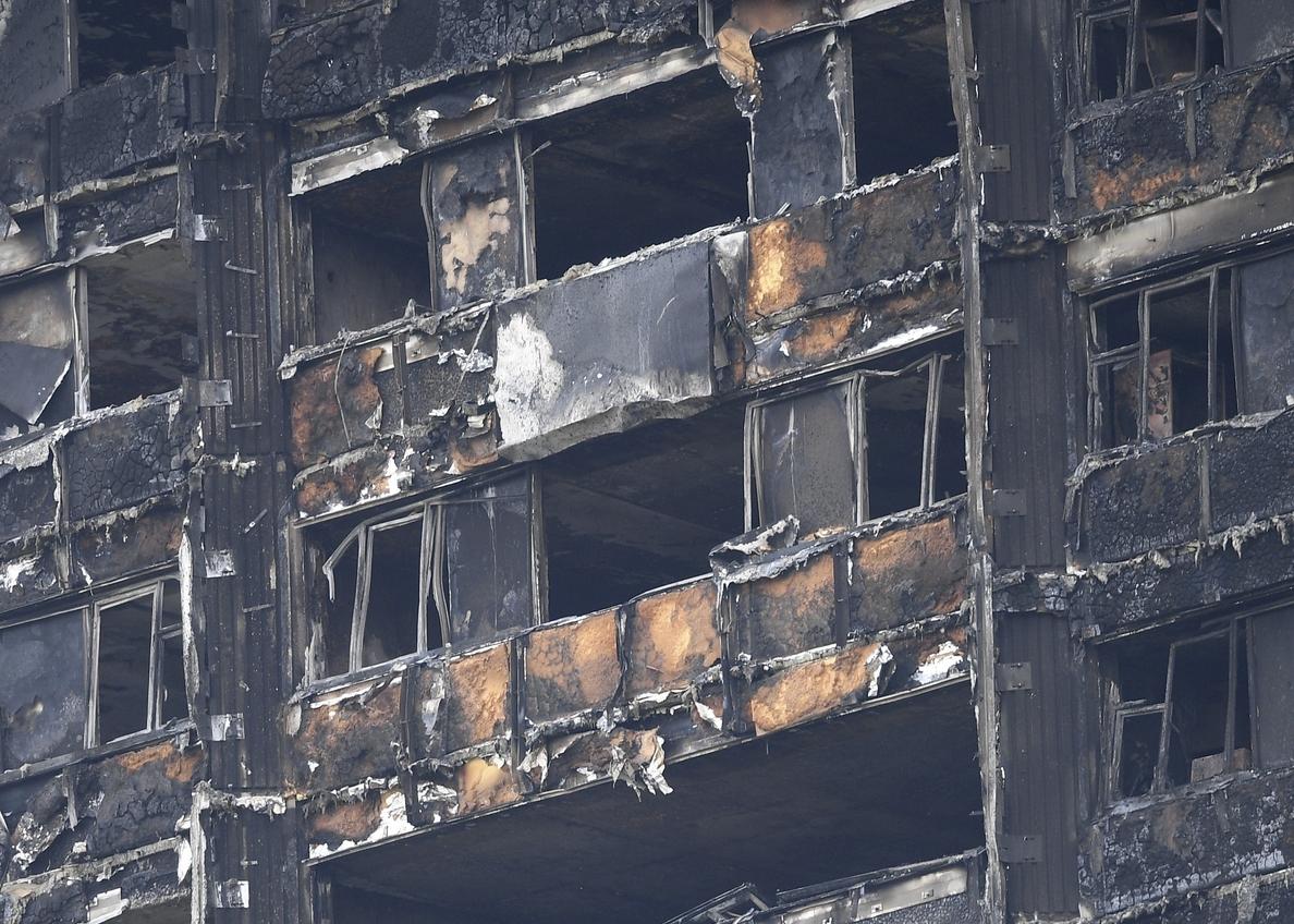 La Policía eleva a 70 los muertos en el incendio de un edificio en Londres