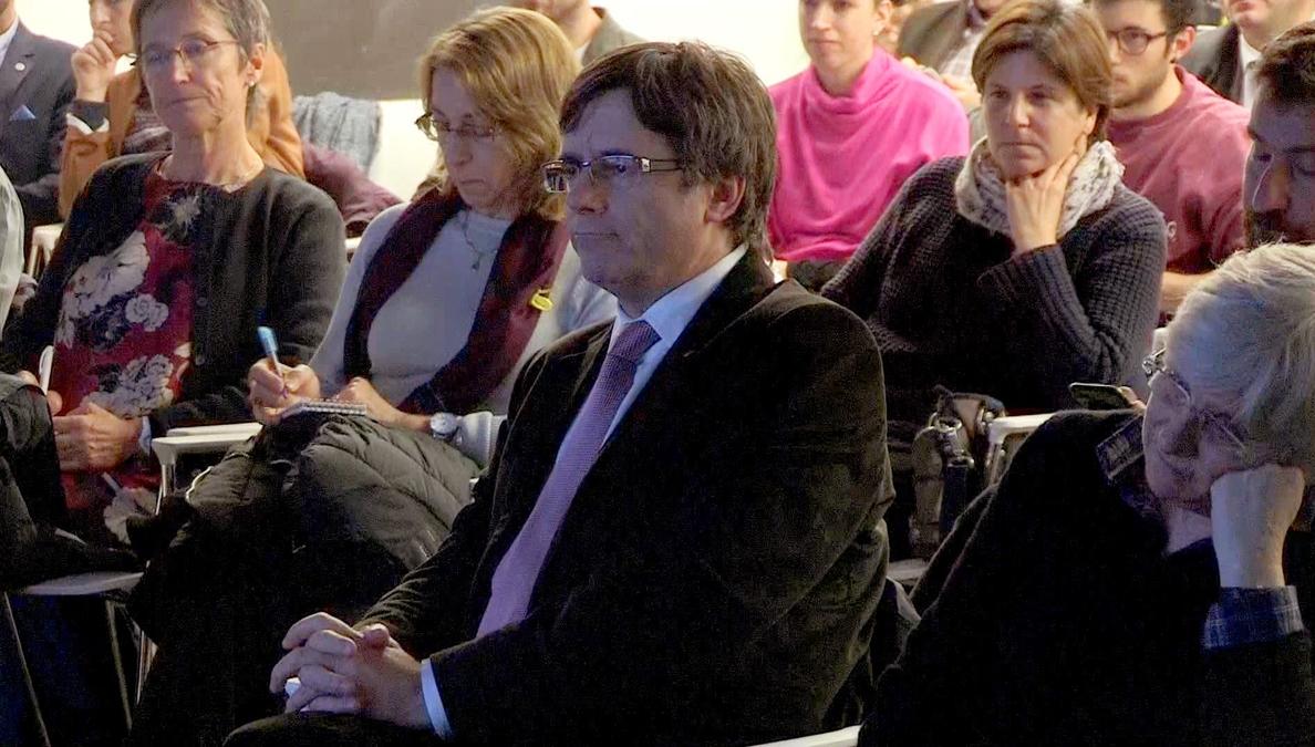 Puigdemont confía acudir al Parlament a tomar posesión si sale elegido el 21D