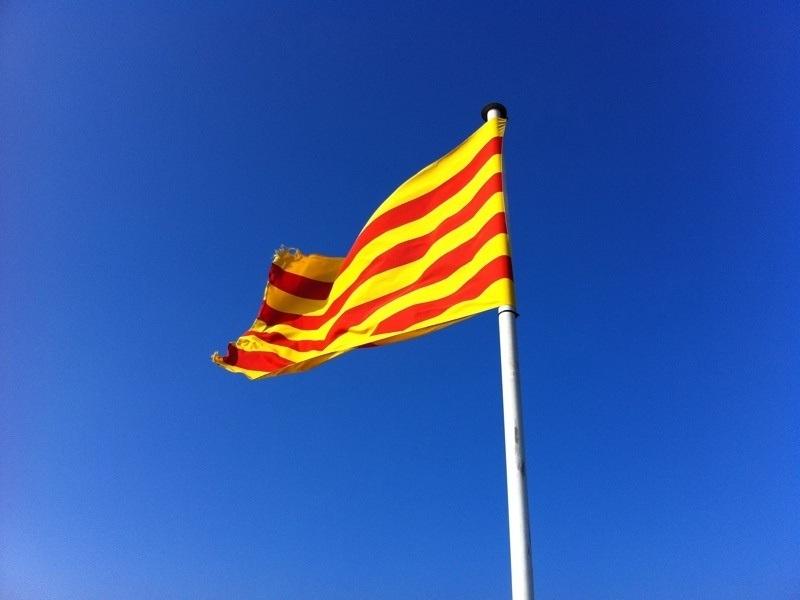 Un total de 2.540 empresas salen de Cataluña desde el 1-O, aunque caen los traslados en la última semana