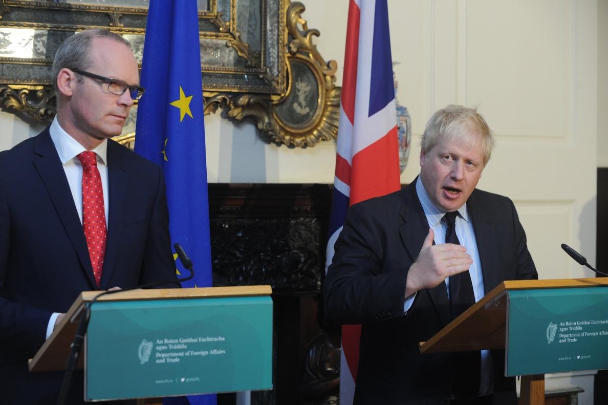 Irlanda pide a Londres «claridad» para avanzar en las conversaciones del «brexit»
