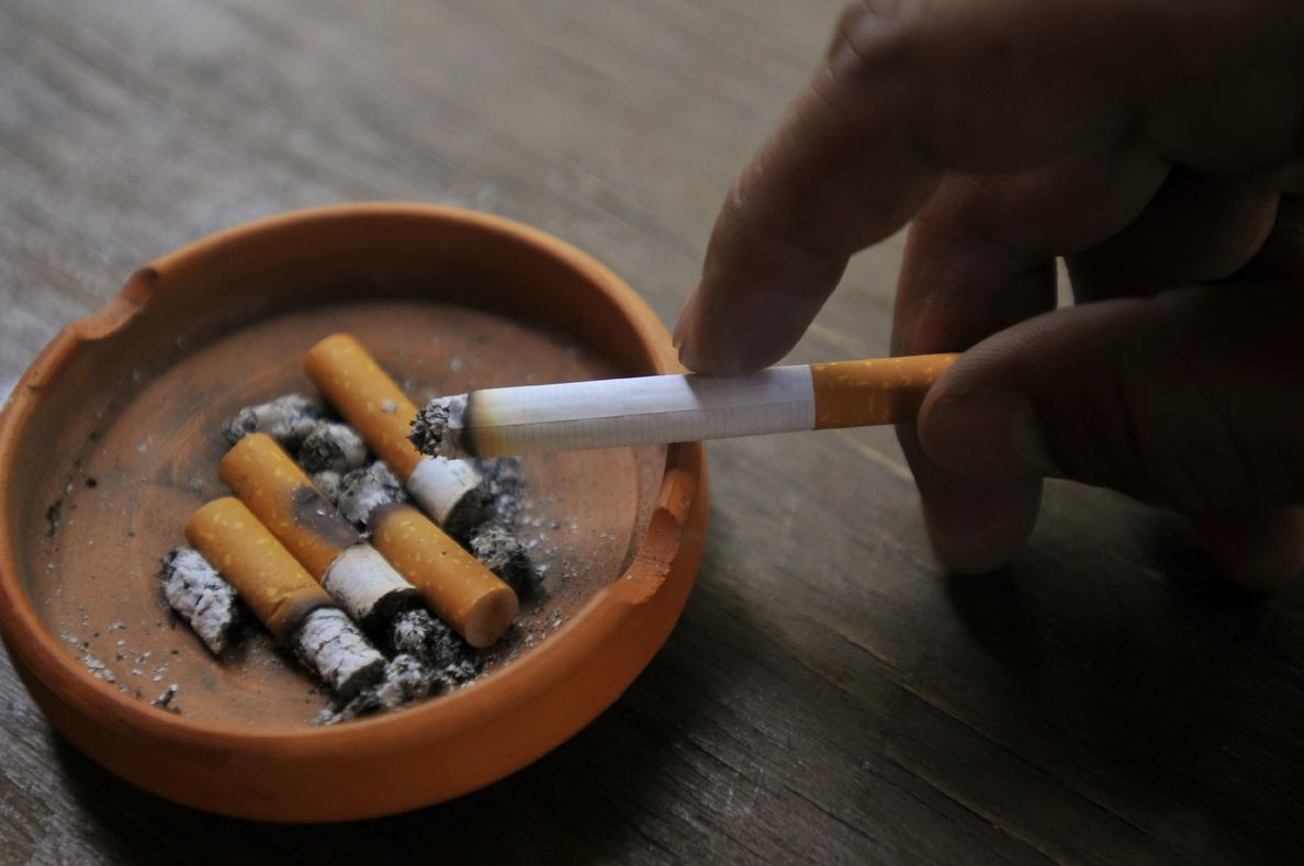 Japón suaviza su postura sobre la prohibición de fumar en restaurantes