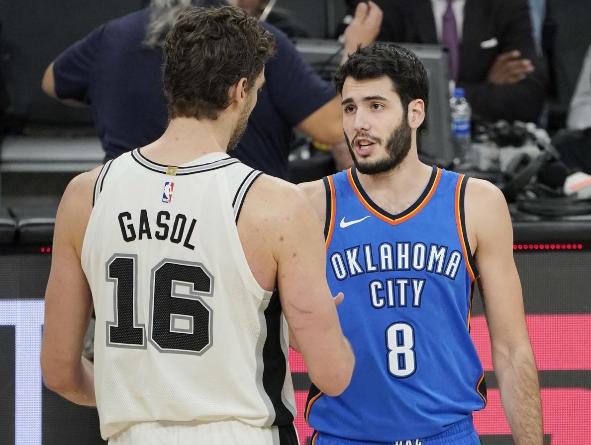 Pau Gasol participa en la remontada de los Spurs