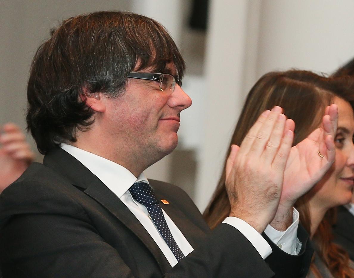 Puigdemont se rodea de exconsellers e independientes y margina al PDeCAT