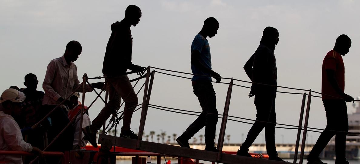 Rescatan una patera con 30 inmigrantes en aguas del Estrecho de Gibraltar