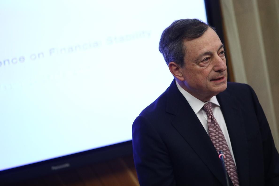 Draghi dice que las mejoras en los mercados laborales aún deben traducirse en aumentos de los salarios