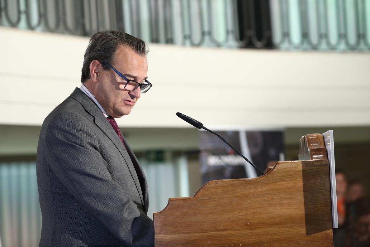 Senador IU acusa al secretario de Estado de Defensa de ideología «neofascista» y éste rechaza «lecciones de democracia»