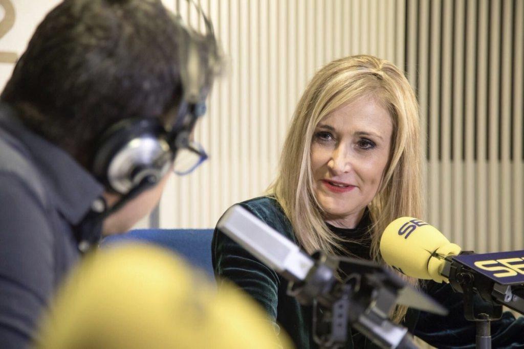 Cifuentes cree que Rajoy hizo «lo que tenía que hacer» y admite el «desgaste» de gobernar