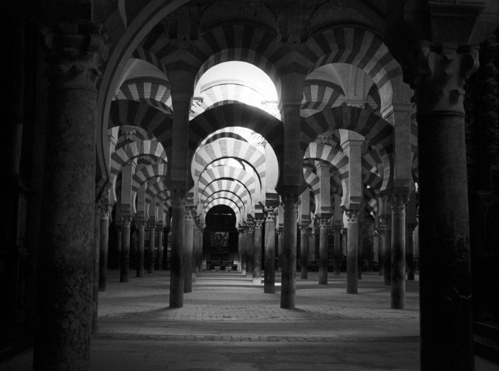 Moneo recurre a Córdoba, Granada y Sevilla para explicar la arquitectura viva