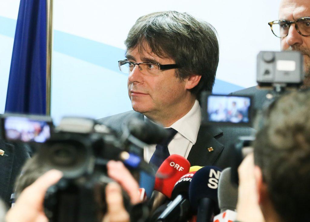 Puigdemont pide la puesta en libertad de los «presos políticos» sin «más dilaciones»