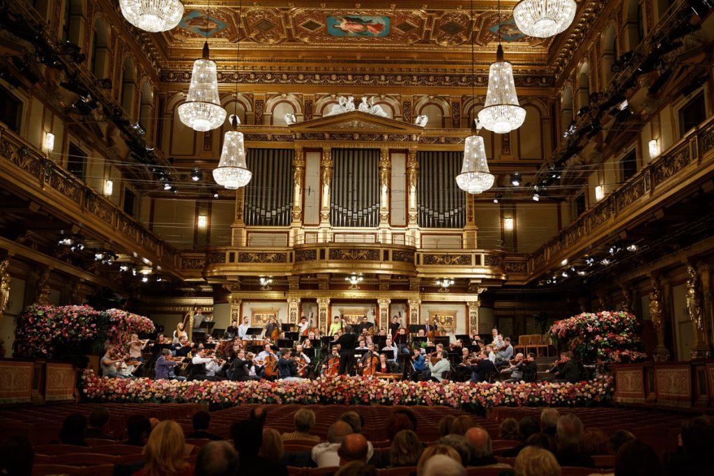 Con la delicadeza de Muti, la Filarmónica de Viena da la bienvenida al 2018